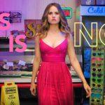 Debby Ryan en Alyssa Milano in Netflix komedie Insatiable