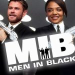 Chris Hemsworth op setfoto's nieuwe Men in Black film