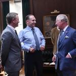 Prince Charles bezoekt de set van Bond 25