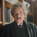Geoffrey Rush als Albert Einstein in tv-spot Genius