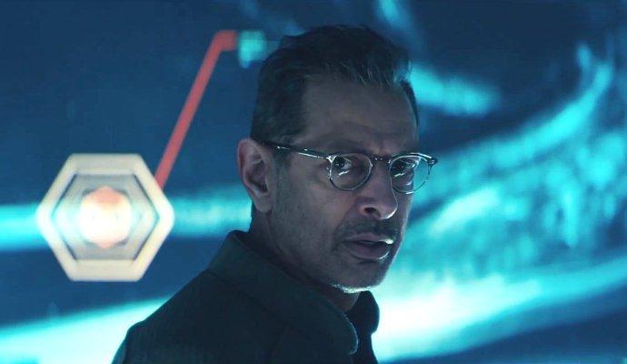 jeff-goldblum-fights-aliens-in-independence-day-resurgence