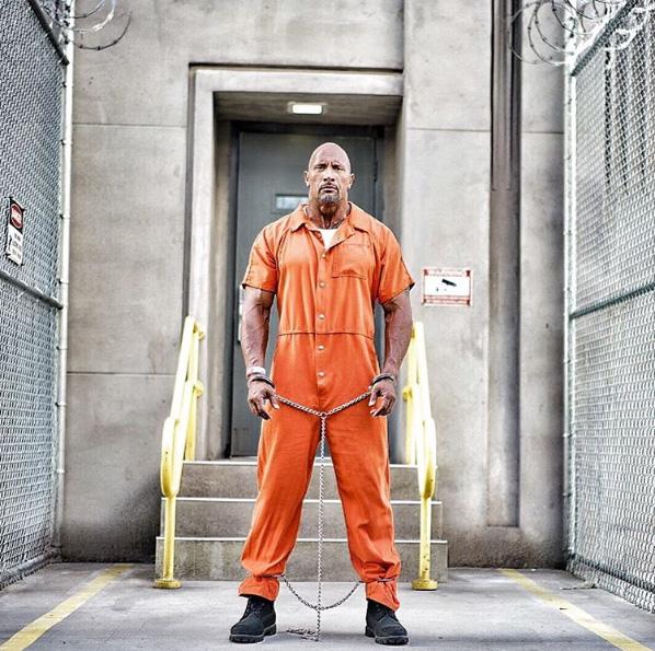 Dwayne Johnson op Fast 8 foto