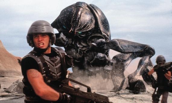 Starship Troopers reboot vindt schrijfers