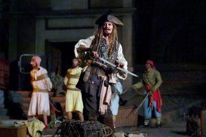 Johnny Depp verrast bezoekers Disneyland