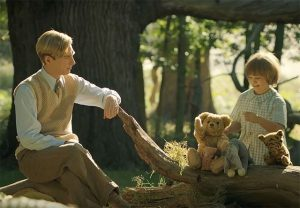 Goodbye Christopher Robin trailer met Domhnall Gleeson & Margot Robbie
