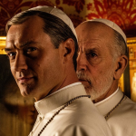Nieuwe foto The New Pope met Jude Law & John Malkovich