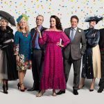 De cast van de Four Weddings Red Nose Day special deelt foto