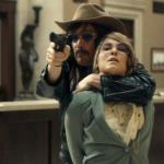 Ethan Hawke berooft een bank en raakt bevriend met gijzelaars in de trailer voor Stockholm