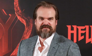 David Harbour naast Scarlett Johansson in Marvel's Black Widow
