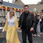 Olivia Newton-John en John Travolta in Grease outfits voor Sing-A-Long