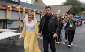 Olivia Newton-John en John Travolta hebben zich voor een Grease Sing-A-Long