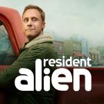 Resident Alien vanaf 2 april bij Ziggo